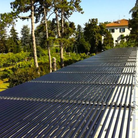 L'impianto fotovoltaico sul tetto di una delle acetaie.