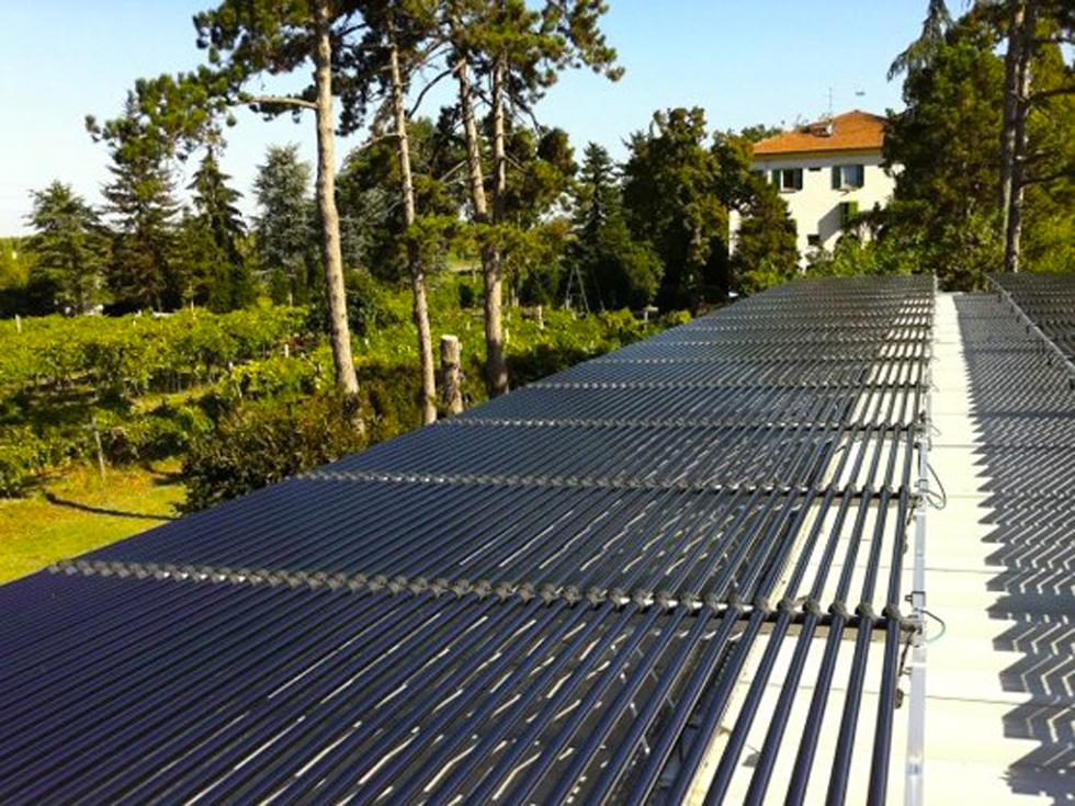 L'impianto fotovoltaico sul tetto di una delle acetaie